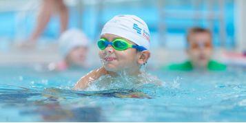Dlaczego warto uczyć się pływania od dziecka?